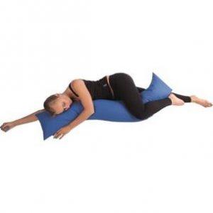 Annelerin doğum sonrası en rahat uyku pozisyonuna geçmek için kullanabilecekleri yastık